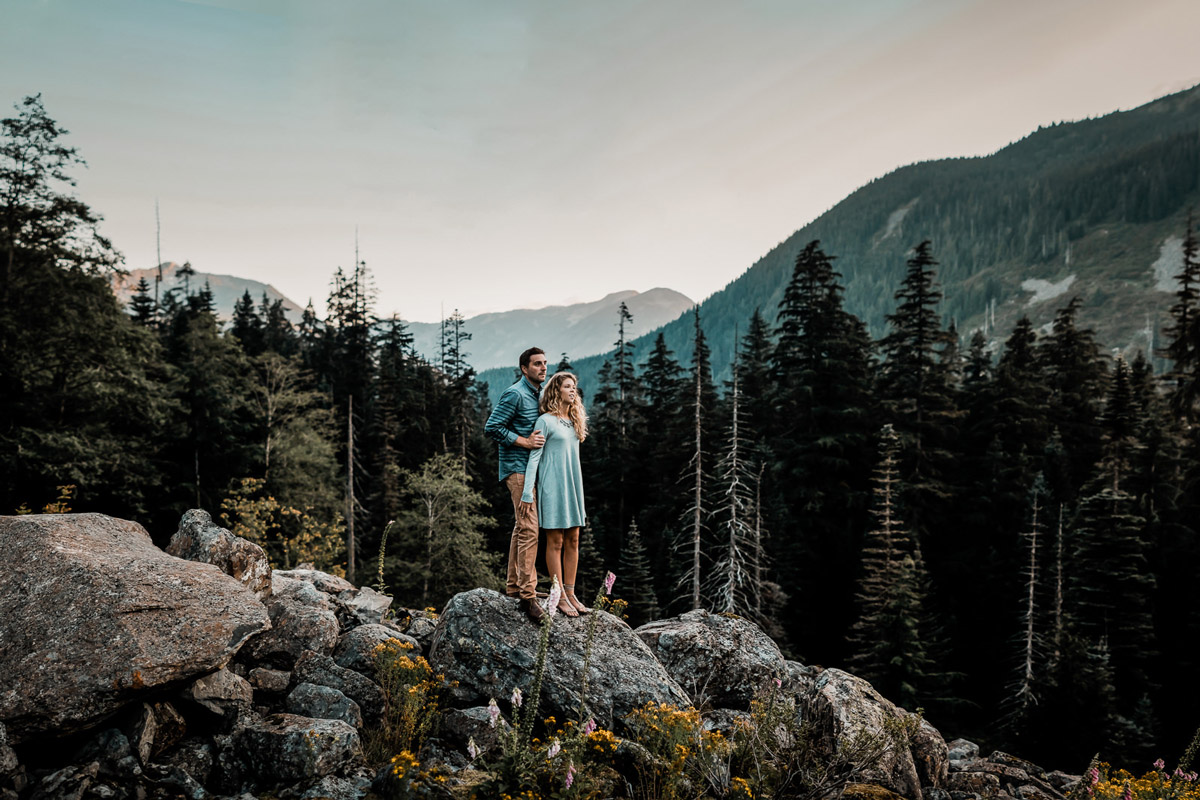 What to wear for your engagement photos in the Pacific Northwest
